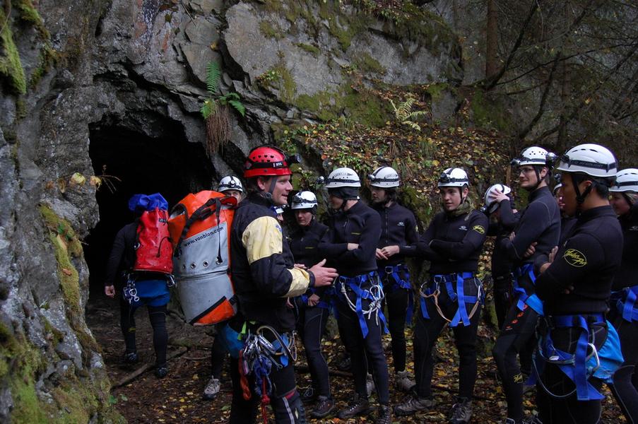 Klettergurt Canyoning : Höhlentouren in tirol. geführt und abenteuerlich.